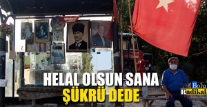 OTOBÜS DURAĞINI ATATÜRK POSTERLERİ...