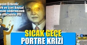 ALT GEÇİTTEKİ SİYASİ LİDER RESİMLERİ...